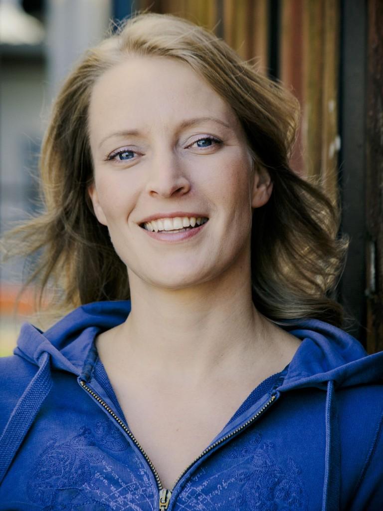 Stefanie von Poser - FullProfile von Schauspielervideos
